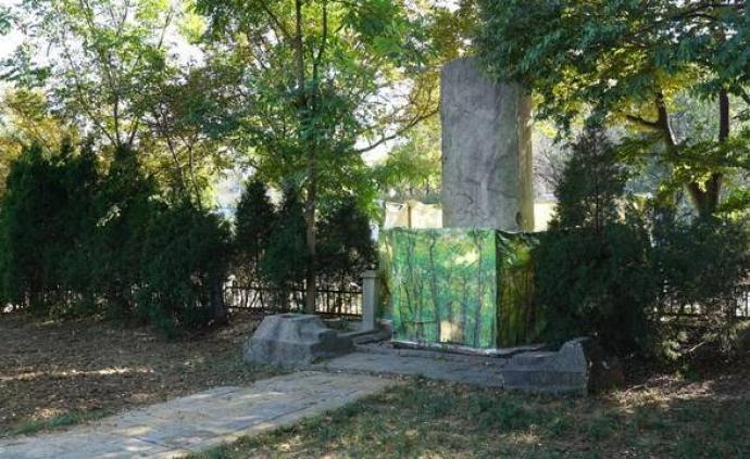 南京明孝陵神烈山碑被泼漆污迹开始清洗,预计16日完成
