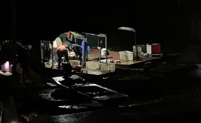 記者暗訪:洞庭湖非法電魚船深夜作業,執法機構眼皮底下銷售