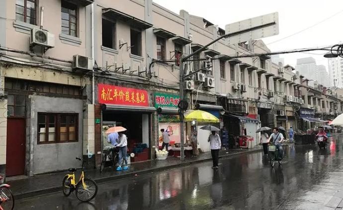 """从被投诉到超八成人满意,网红美食街如何赢回民众""""芳心""""?"""