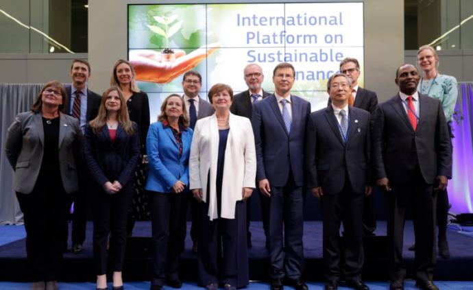 央行行长易纲出席可持续金融国际平台启动仪式