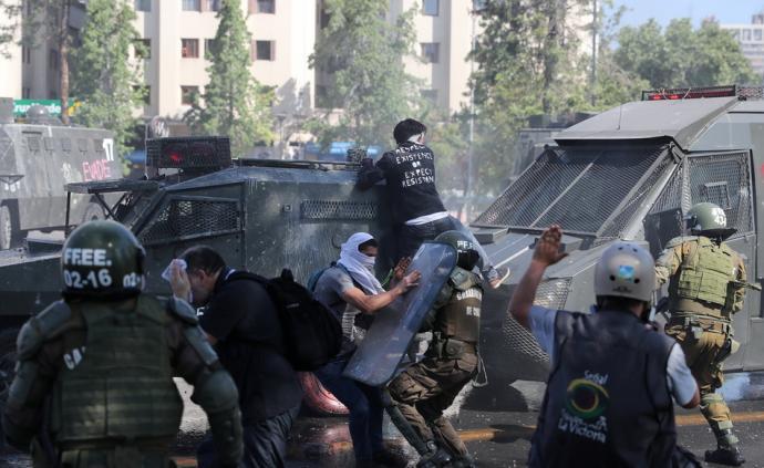 智利首都圣地亚哥暴力示威升级已致8人遇难
