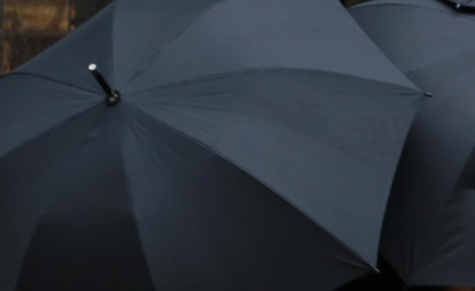 """溫州涉黑團伙勾結城管違法搭鋪設攤,與""""保護傘""""同案獲刑"""