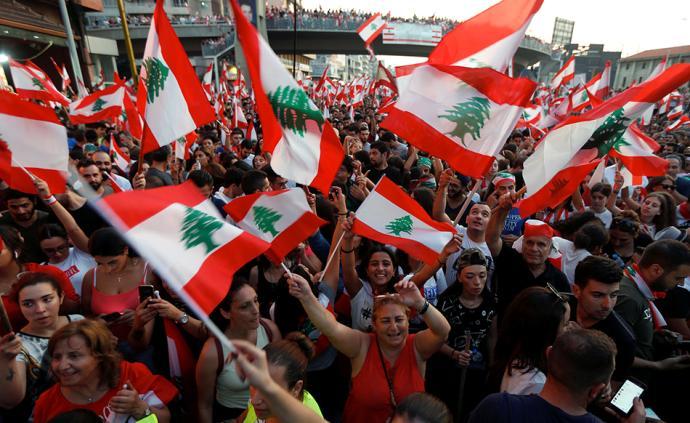 """黎巴嫩""""通话税""""抗议浪潮之下,是不能承受的教派政治之重"""