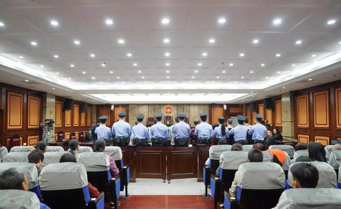 曾逼停南宁地铁工程的9人恶势力犯罪集团首要分子被判无期