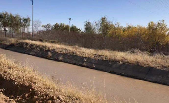 腾格里沙漠污染调查:中冶纸业前身用污水灌溉,挖坑排污掩埋