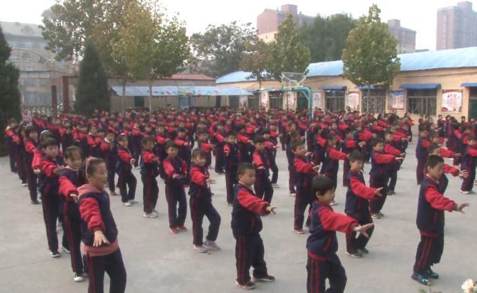 小学课间跳4年网红舞,替代传统广播操
