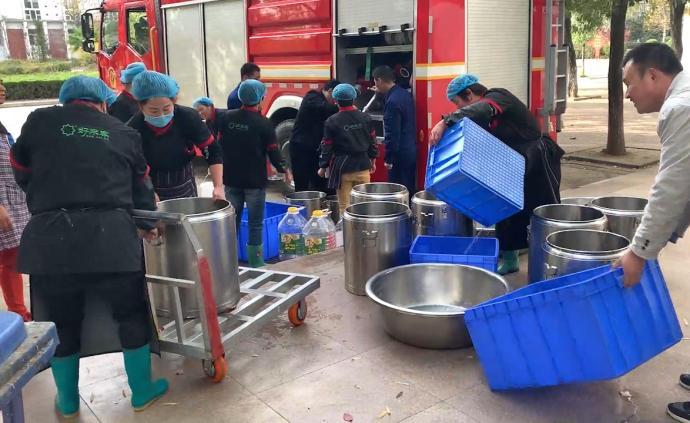 高中突然停水,消防送6噸水供應食堂