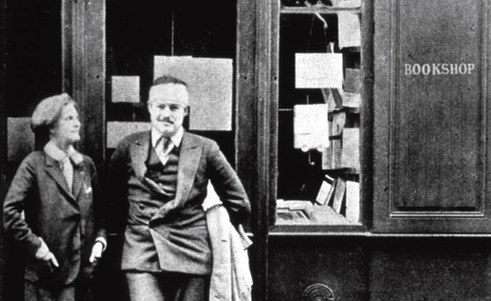 海明威诞辰120周年|巴黎是一席流动的盛宴