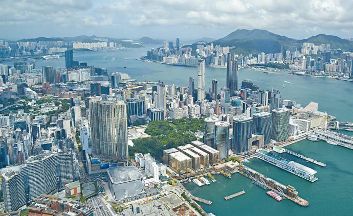 """香港市民:""""區議員應多為民眾服務,別只喊政治口號"""""""
