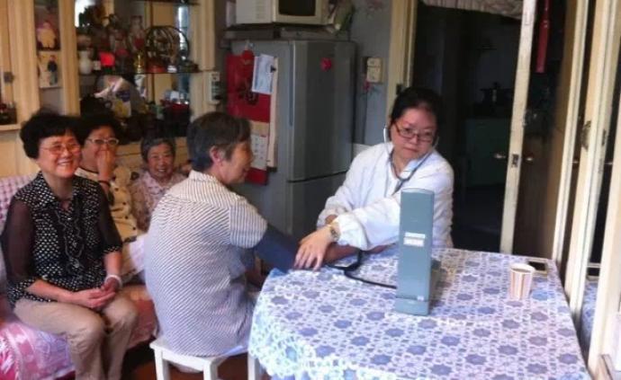 """社區達人①︱87歲的延安公寓和大樓里的""""閑人""""玲姐"""