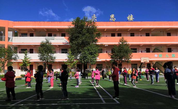 網紅村小的教育試驗:城里孩子來了