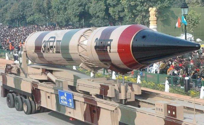 """印度首次成功夜间发射""""烈火""""-3导弹,射程超3000千米"""