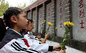 首个烈士纪念日向人民英雄敬献花篮仪式举行,中共七常委出席