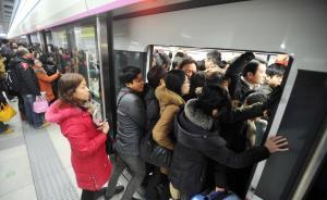 """武汉地铁保洁员""""吐槽""""地铁脏乱差:不给钱,没心情美化地铁"""