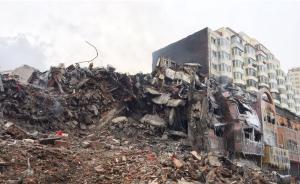 哈尔滨牺牲消防员战友:楼塌两小时前地面开裂,就撤出了建筑
