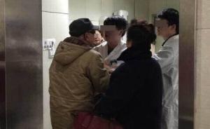"""网曝上海""""医生打老人"""",医院称是老人插队被阻后扇医生耳光"""