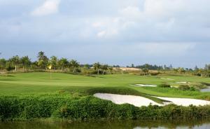 去海南打高尔夫的人数大降35%,好多球场整天无人打球