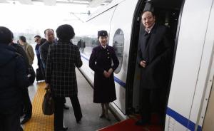 全国人大上海代表团60名代表乘高铁抵京:较去年增加1人
