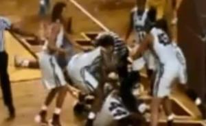 """美国大学女篮群殴15人禁赛,原来涉事两队都叫""""母老虎"""""""