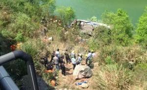 高速大巴在浙江缙云县坠崖已致3人死,落地位置离水库仅2米
