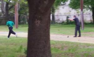 美白人警察连开8枪击倒一黑人,警方使用致命武器受争议