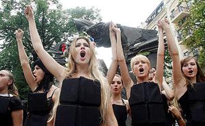 """乌克兰女性团体发起""""性罢工"""":不要把它给俄罗斯男人"""
