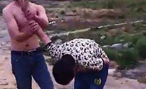 北京三光膀男轮番暴打男孩致昏对其脸部撒尿,公安部调查