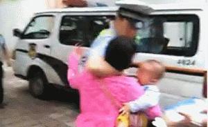 广东女子抱幼儿扇执法交警耳光被回扇耳光,警方道歉引争议