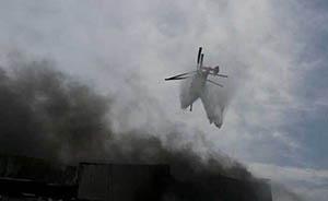 上海一厂房违章电焊起火,引国内首架消防直升机救火