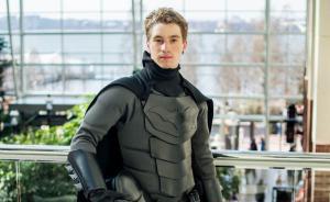 Cosplay的最高境界,自制匕首也刺不烂的蝙蝠侠战衣