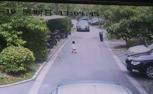 视频|上海一车主小区内撞倒碾死2岁女童,孩子母亲目睹全程