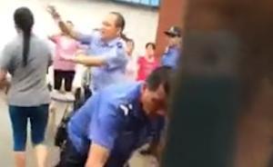 东莞民警猛拽女工辫子致重摔倒地,警方:涉嫌粗暴执法正调查