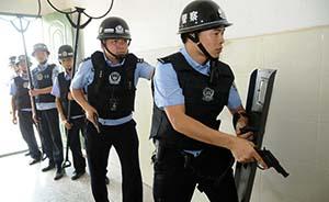 北京高考安保升级:民警首次持枪巡逻,武装巡逻车周边巡控