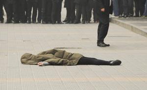 铁架被风吹落插入路人头部,北京街头《死神来了》N种版本