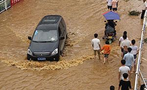 贵州平坝突遭暴雨,水漫全城县城停电成孤岛