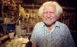 """88岁""""绝命毒师""""去世,被称""""摇头丸之父""""发明数百种致幻剂"""