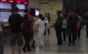 上海某三甲医院排队引发争执:患者家属推搡护士,护士回踢