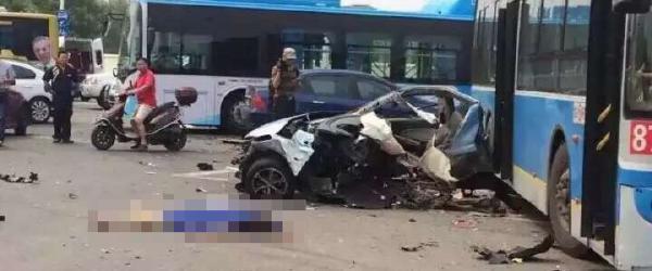 南京宝马撞车致2人死:司机并无酒驾毒驾,在警局屡撞墙