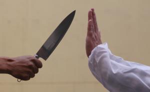 人民日报谈暴力伤医:多解释安抚是医德的体现,更是保护自己