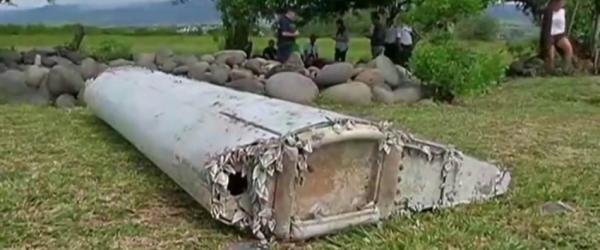 疑似MH370残骸机翼残骸上,覆盖有大量贝壳类生物,应是曾长时间存在于海水中的证据。CFP 图