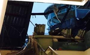 江苏淮安一商业广场房顶坍塌伤亡不明,据称有学生爬出废墟