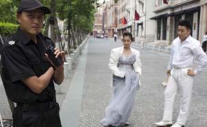 """上海""""洛克外滩源""""限制商业街拍,摄影计时收费引发争议"""