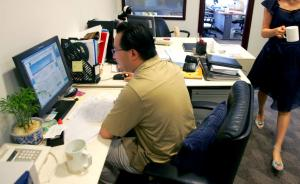 万名白领调查:三成每周加班超5小时,机关等日均开会2小时