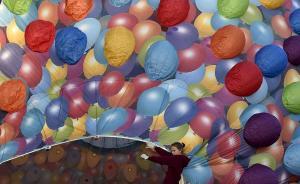 当地时间2015年8月6日,英格兰西南部,布里斯托尔国际热气球节正在举行,此次气球节为期4天,是欧洲最大的热气球节,迄今已经举办了37年。