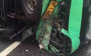 浙江桐乡开往常熟大巴车雨中侧翻:24人受伤,司机伤势最重