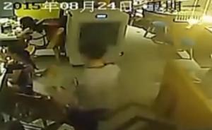 火锅店服务员向女顾客头上浇开水视频曝光,浇完仍拳脚相加
