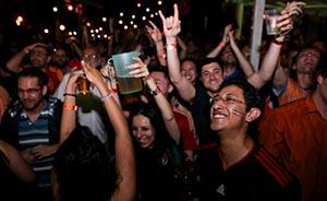 涨知识|炸鸡啤酒?世界杯32强球迷都喝什么酒?