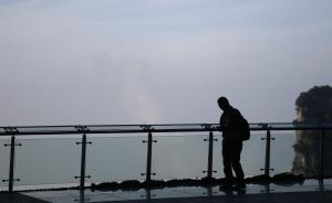 视频直击天门山玻璃栈道,低头就是悬崖,走完意犹未尽