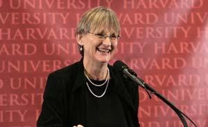 哈佛首位女校长毕业典礼上演讲:我们欠世界些许答案