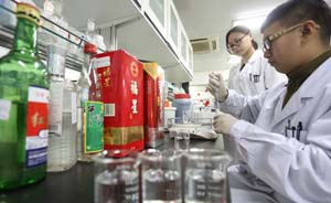"""卫计委发布白酒塑化剂含量""""健康标准"""",未公布""""超标""""产品"""